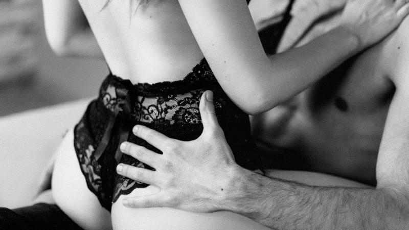 Czy powieści erotyczne mogą być szkodliwe? Jak 365 dni i 50 twarzy Grey'a mogą wpłynąć na naszą codzienność [WYWIAD Z PSYCHOLOGIEM]