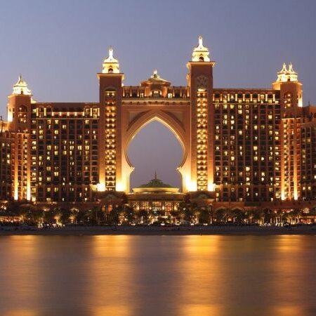 "Jakie tajemnice skrywają dubajskie hotele? Recenzja książki ""Tajemnice hoteli Dubaju"""